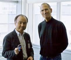 """孫さんsteve<br />""""><br /><BR><BR></p> <p>【iPhone5S iPhone5C 妄想スケジュール】<br /><BR><BR></p> <p>■9月10日(水) appleにて正式発表(日本時間9月11日午前2時)<BR><br />■9月11日 か 9月12日にsoftbank,au,ドコモから5s、5cの価格と予約開始日時を発表<BR><br />■9月12日  <strong>孫さんがびっくりするようなキャンペーンを発表</strong><BR><br />■9月13日(金)予約開始 開始時刻は16時 <BR><br />■9月20日(金)発売日  午前8時から<BR><BR><BR></p> <p><a href="""